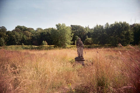 Longfellow statue in a field near Longfellow Garden upstream from Minnehaha Falls, 2011. (Ursula Murray Husted, flickr.com)