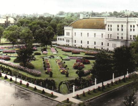 The 1913 garden adjacent to the Armory, looking southwest from intersection of Lyndale Avenue, coming in from left and Kenwood Parkway, at right. The photo was taken from the Palace Hotel between the Parade and Loring Park. The garden is now part of fhe Minneapolis Sculpture Garden