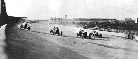 The Snelling Speedway in 1916. (Minneapolis Park and Recreation Board.)