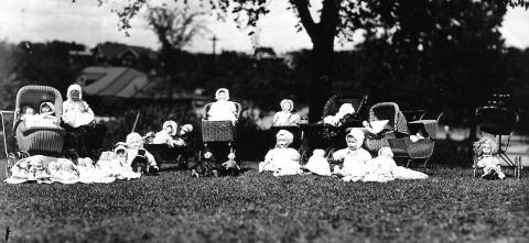 Doll parade at Powderhorn Park, 1926 (Minneapolis Park and Recreation Board)