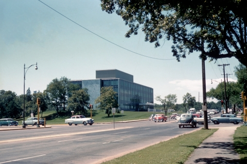 Looking west on Lake Street at the intersection of Dean Parkway and West Calhoun Parkway. (University of Minnesota, Digital Content Library)