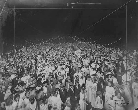 The crowd attanding a concert on the pavilion roof in 1912. Photographed from the stage. (Charles J. Hibbard, Minnesota Historical Society)