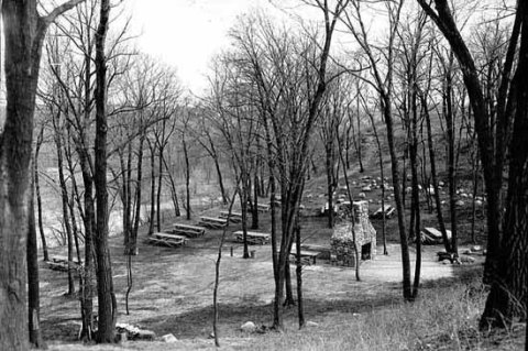 The fireplace surrounded by picnic tables in 1935. (Minnesota Historical Society)