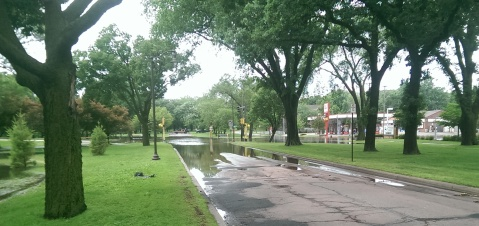Minnehaha Parkway at Cedar Avenue South. (David C. Smith)