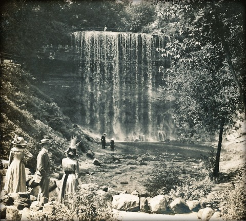Minnehaha Falls, 1912 (Photographer, Frank Prochaska. Courtesy of Robert Henry.)