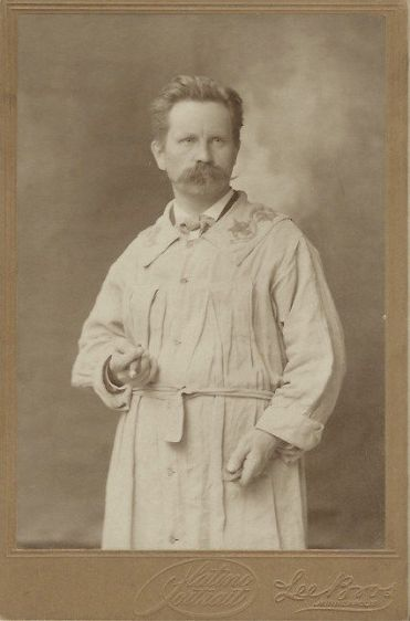 Jakob Fjelde, Lee Bros., year unknown. I like the cigar. (Photo courtesty of cabinetcardgallery.wordpress.com)